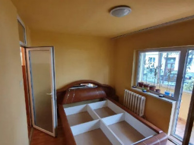 Apartament 3 camere, dec, zona str Brates
